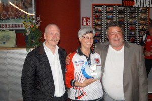 ÖBV-Präsident Günther ILL, Siegerin Beate Reinalter, Obmann Hannes Höfer
