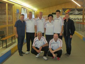 Sportstadtrat Friedl Dold, Walter Märk, Kurt Luif, Eckehart Schneider, Margarethe Luif, Philipp Wolfgang, Joel Wolfgang und Bürgermeister Dieter Egger